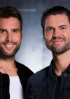 Nick & Simon presenteren en zingen in Sing It!